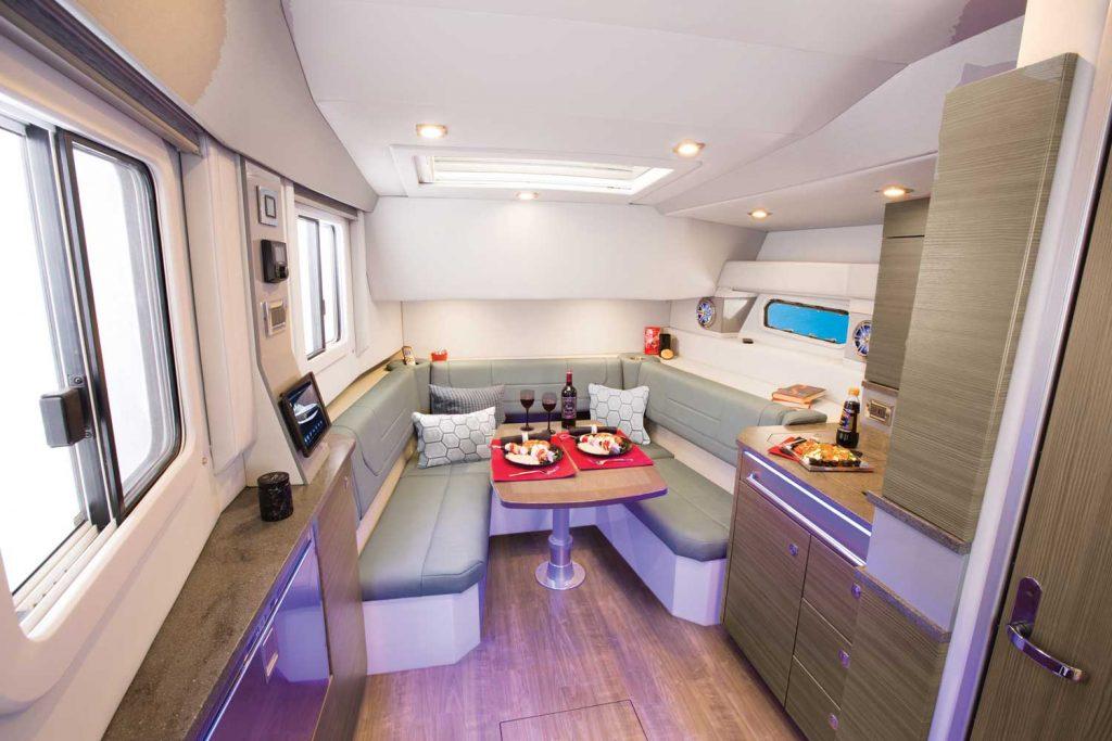 offshore motoryat 430 SSC salon