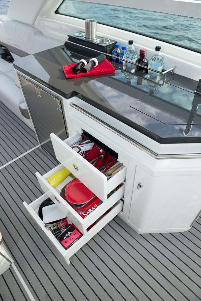 Formula 430 SSC offshore motoryat açık mutfak