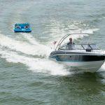 muz ve koltuk çeken tekne