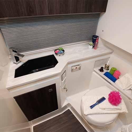 kamaralı lüks motoryat WC kabini