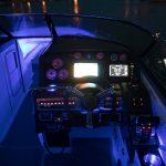 Gece seyri - teknede mavi led aydınlatma